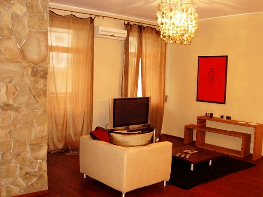 2-комнатная квартира посуточно в Киеве. Печерский район, ул. Шота Руставели, 40. Фото 1
