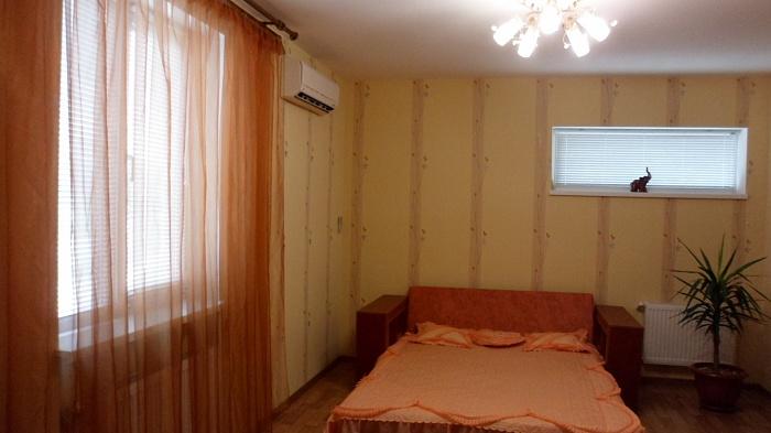 Дом  посуточно в Новомосковске. ул. Леваневского, 4. Фото 1