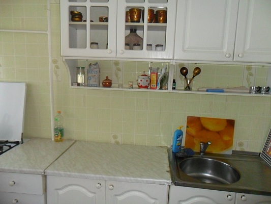 1-комнатная квартира посуточно в Бердянске. Победы, 43. Фото 1
