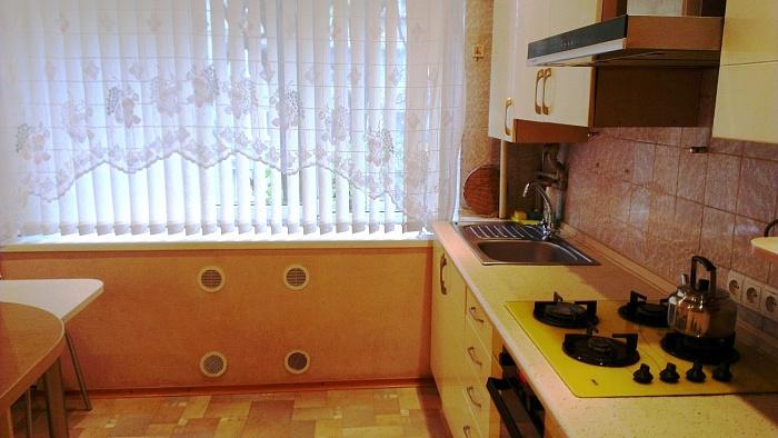 2-комнатная квартира посуточно в Донецке. Будёновский район, ул.Полоцкая, 4. Фото 1