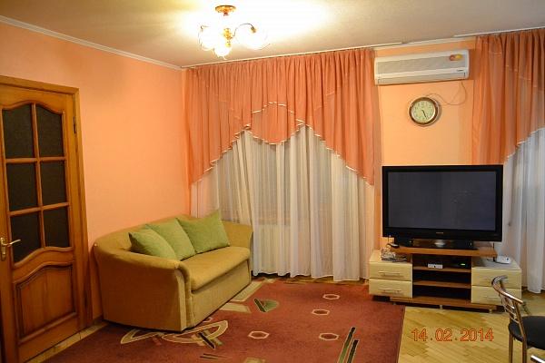 2-комнатная квартира посуточно в Донецке. Ворошиловский район, пл. Конституции, 5. Фото 1