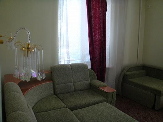 2-комнатная квартира посуточно в Бердянске. пр-т Ленина, 23. Фото 1