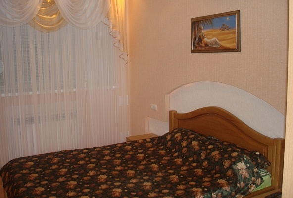 2-комнатная квартира посуточно в Запорожье. Ленинский район, пр-т Ленина, 222в. Фото 1