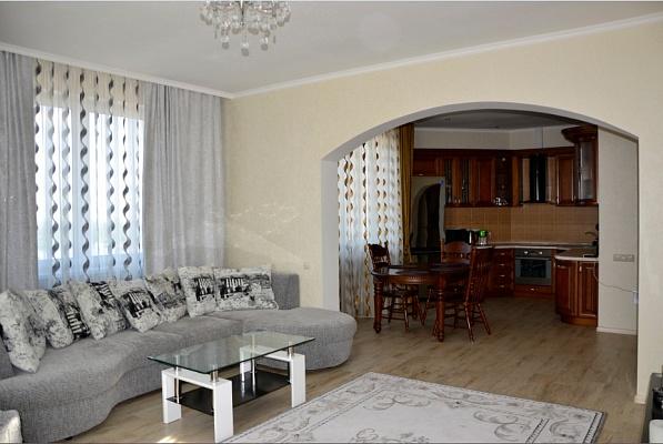 2-комнатная квартира посуточно в Киеве. Оболонский район, пр-т Героев Сталинграда, 2-Г. Фото 1