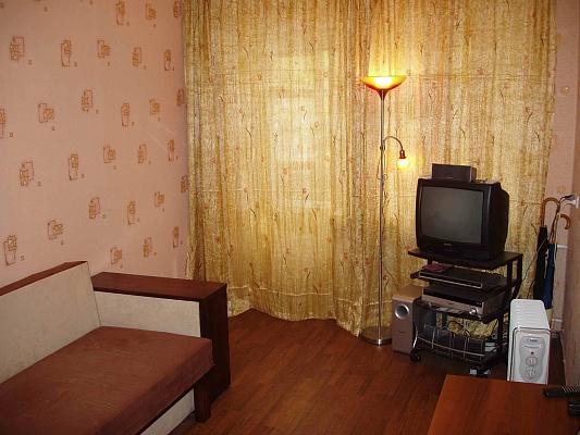 1-комнатная квартира посуточно в Чернигове. Деснянский район, ул. Рокоссовского, 45-А. Фото 1