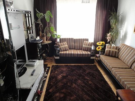 3-комнатная квартира посуточно в Львове. Сиховский район, ул. Трильовского, 1. Фото 1