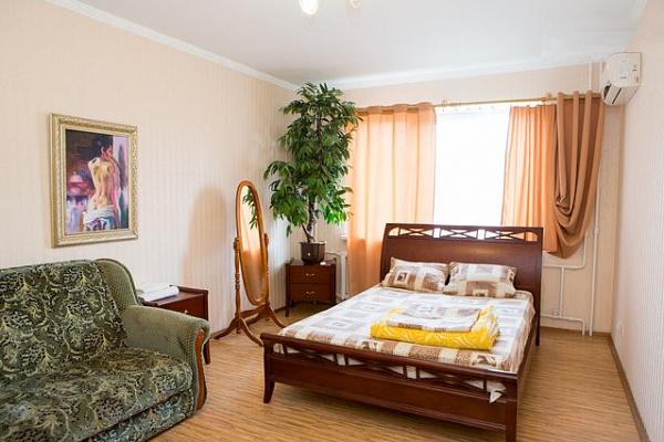 1-комнатная квартира посуточно в Киеве. Оболонский район, ул. Героев Днепра, 61. Фото 1