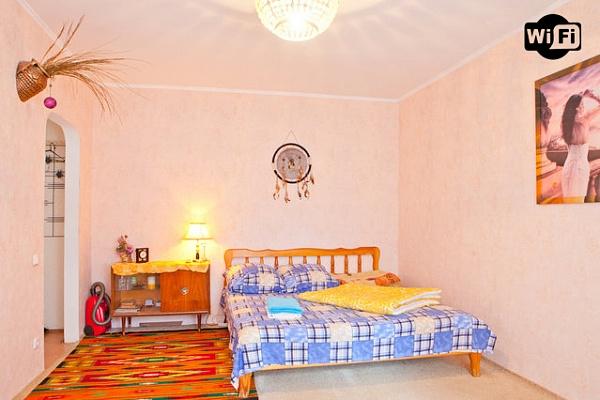 1-комнатная квартира посуточно в Киеве. Оболонский район, ул. Героев Днепра, 47. Фото 1