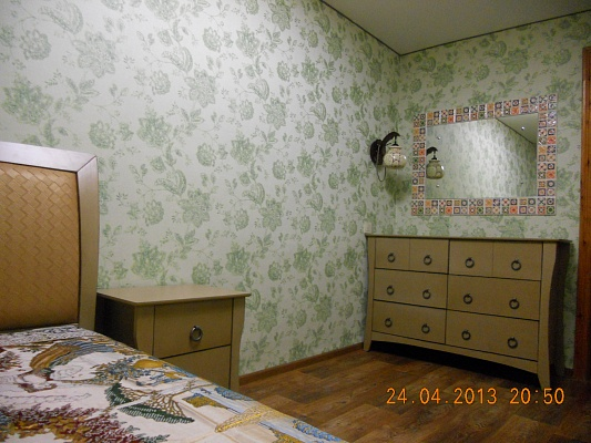 2-комнатная квартира посуточно в Евпатории. ул. Демышева, 118. Фото 1