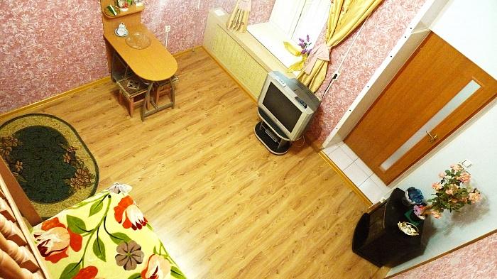 1-комнатная квартира посуточно в Симферополе. Центральный район, Севастопольская, 34. Фото 1