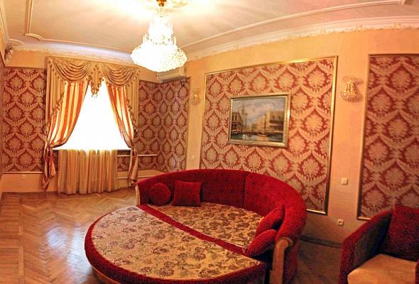 2-комнатная квартира посуточно в Херсоне. Днепровский район, ул. Ушакова, 30/1. Фото 1