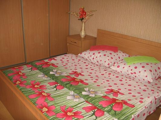 2-комнатная квартира посуточно в Луцке. ул. М. Кривоноса, 23. Фото 1