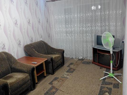1-комнатная квартира посуточно в Славянске. ул. Коммунаров, 57. Фото 1