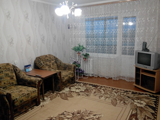 1-комнатная квартира посуточно в Славянске. пер. Виноградный, 3. Фото 1
