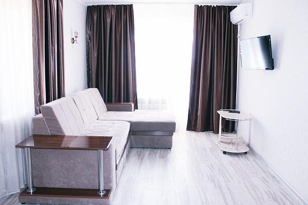 1-комнатная квартира посуточно в Мариуполе. пр-т Нахимова, 103. Фото 1