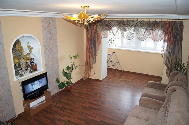 3-комнатная квартира посуточно в Житомире. ул. Киевская, 100. Фото 1