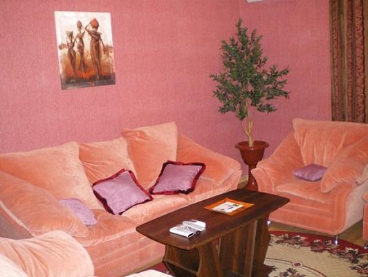 3-комнатная квартира посуточно в Луганске. Ленинский район, ул. Оборонная, 3. Фото 1