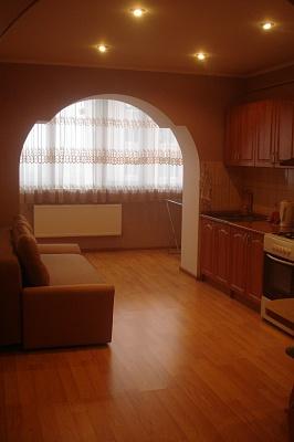 1-комнатная квартира посуточно в Луцке. ул. Ивана Франка, 44В. Фото 1
