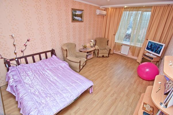 1-комнатная квартира посуточно в Феодосии. ул. Боевая, 4. Фото 1