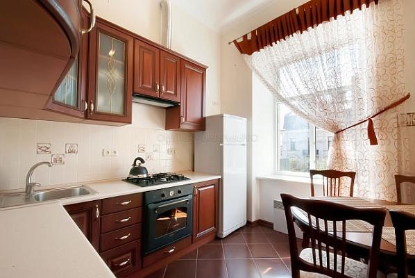 2-комнатная квартира посуточно в Одессе. Приморский район, ул. Дерибасовская, 10. Фото 1
