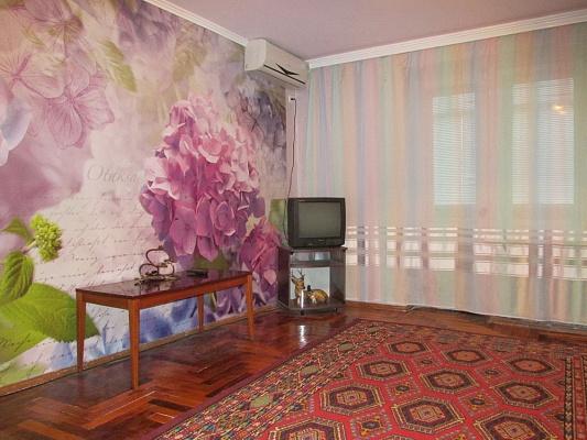 2-комнатная квартира посуточно в Бердянске. ул. Труда, 47 /9. Фото 1