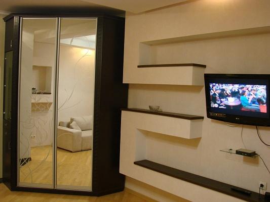 2-комнатная квартира посуточно в Севастополе. Ленинский район, ул. Большая Морская, 44. Фото 1