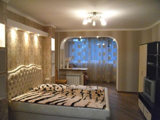 1-комнатная квартира посуточно в Симферополе. Киевский район, ул. Менделеева, 9. Фото 1