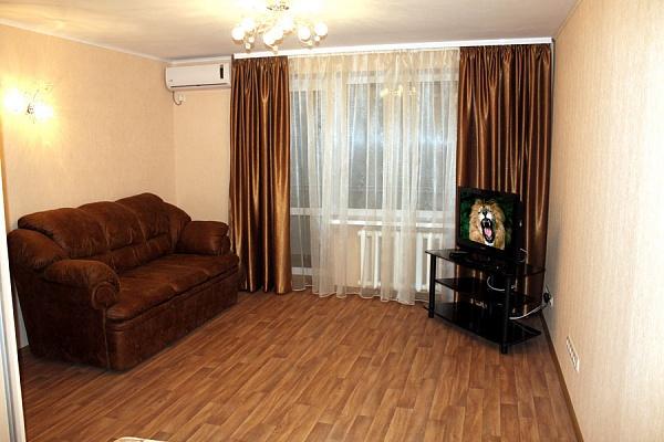 1-комнатная квартира посуточно в Полтаве. Октябрьский район, ул. Баяна, 8. Фото 1