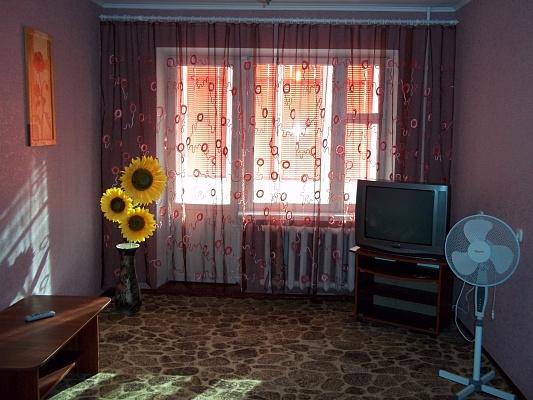 1-комнатная квартира посуточно в Ровно. ул. Чебышева, 16. Фото 1