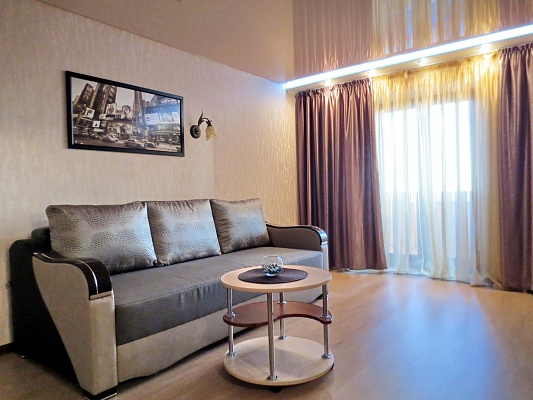2-комнатная квартира посуточно в Черкассах. бул. Шевченка, 241. Фото 1