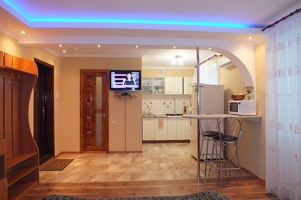 1-комнатная квартира посуточно в Черкассах. ул. Ильина, 342. Фото 1