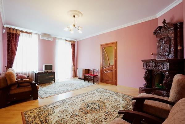 2-комнатная квартира посуточно в Львове. Галицкий район, ул. Личаковская, 5. Фото 1