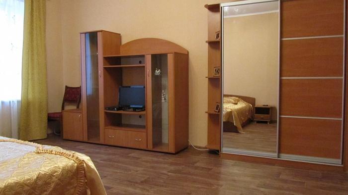 2-комнатная квартира посуточно в Харькове. Краснозаводской район, пр-т Московский, 32. Фото 1