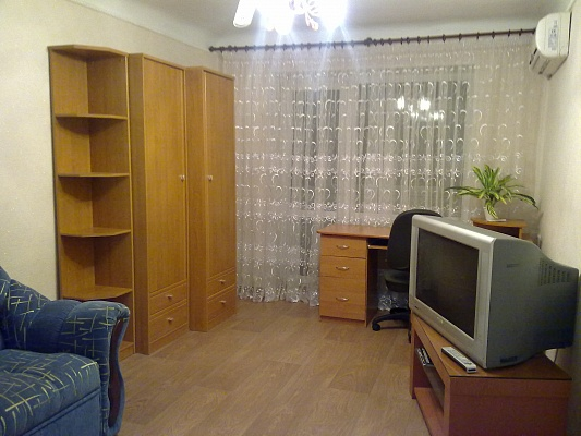 1-комнатная квартира посуточно в Донецке. Ворошиловский район, ул. Ф. Зайцева, 154. Фото 1