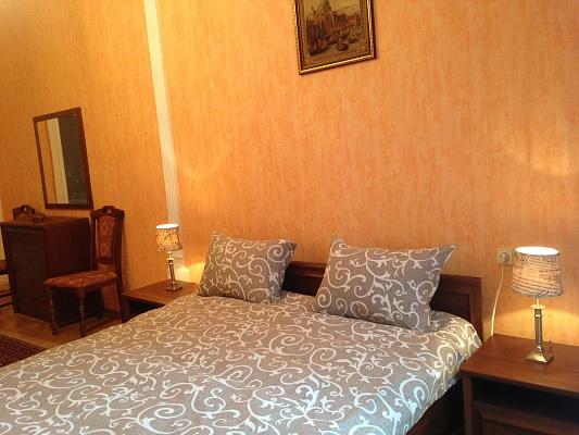 2-комнатная квартира посуточно в Львове. Лычаковский район, ул. Лычаковская, 22. Фото 1