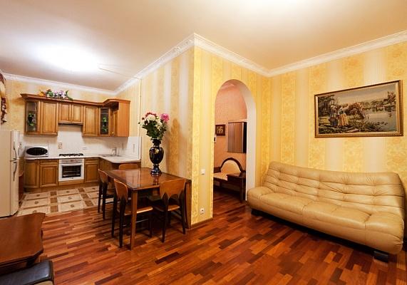 2-комнатная квартира посуточно в Одессе. Приморский район, ул. Садовая, 19. Фото 1
