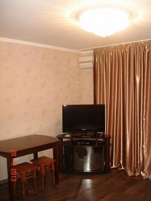 1-комнатная квартира посуточно в Одессе. Малиновский район, ул. Щорса, 131. Фото 1
