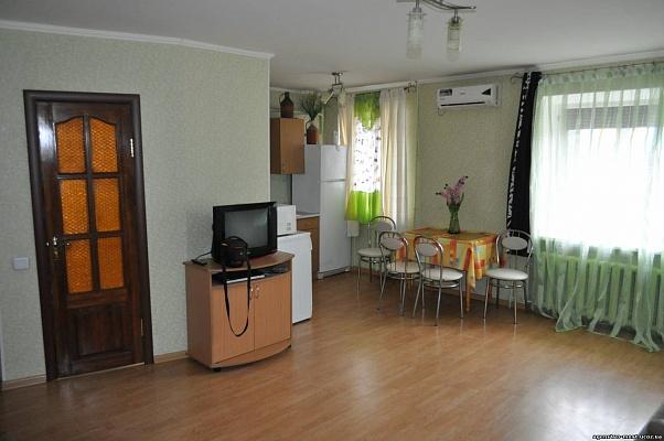 2-комнатная квартира посуточно в Кременчуге. ул. Пролетарская, 2. Фото 1