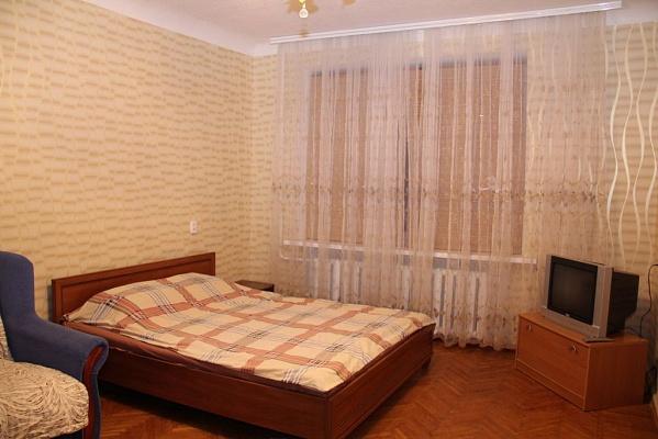 1-комнатная квартира посуточно в Кировограде. Ленинский район, ул. Егорова, 26. Фото 1