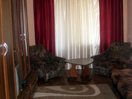 2-комнатная квартира посуточно в Никополе. ул. Дыбенко, 62. Фото 1