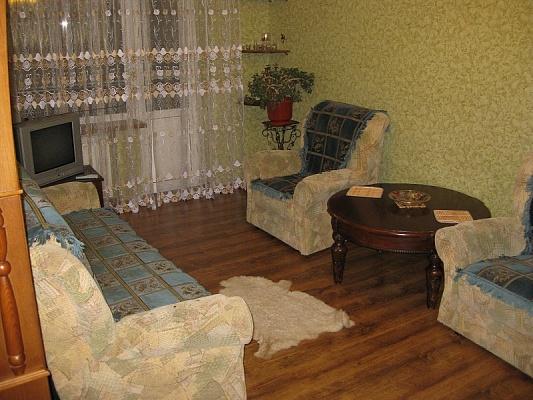 3-комнатная квартира посуточно в Луганске. Октябрьский  район, квартал 27, 10. Фото 1