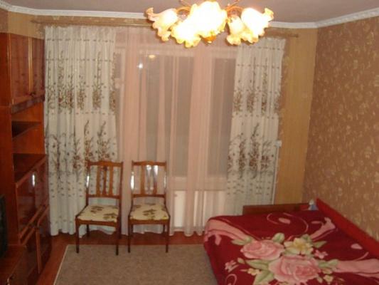1-комнатная квартира посуточно в Черноморском. ул. Димитрова, 21. Фото 1