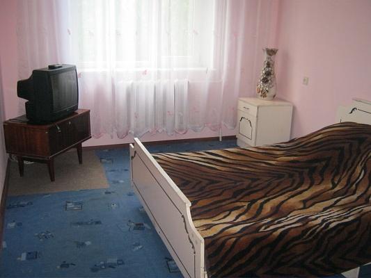 2-комнатная квартира посуточно в Житомире. ул. Бориса Тена, 96. Фото 1