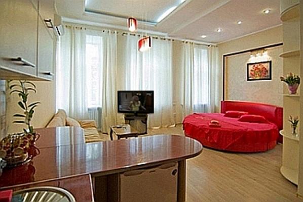 1-комнатная квартира посуточно в Одессе. Приморский район, ул. Садовая, 18. Фото 1