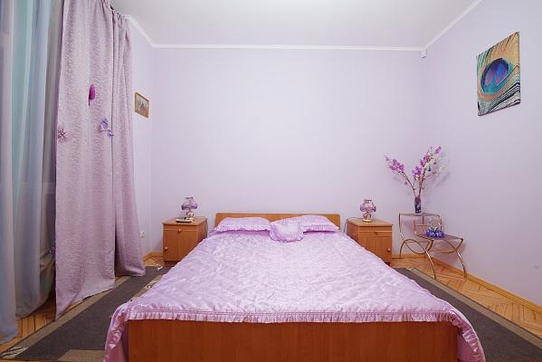 2-комнатная квартира посуточно в Львове. Лычаковский район, ул. Рыльского, 8. Фото 1
