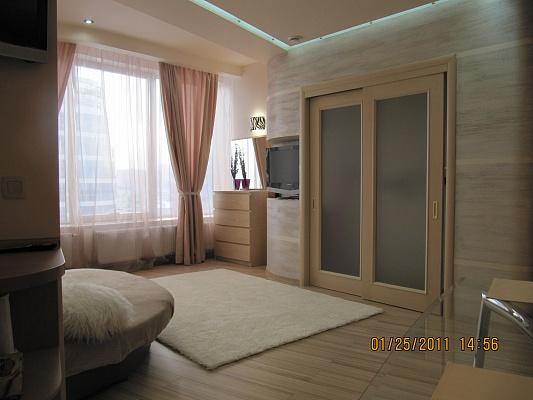 1-комнатная квартира посуточно в Днепропетровске. Бабушкинский район, ул. Глинки, 2. Фото 1