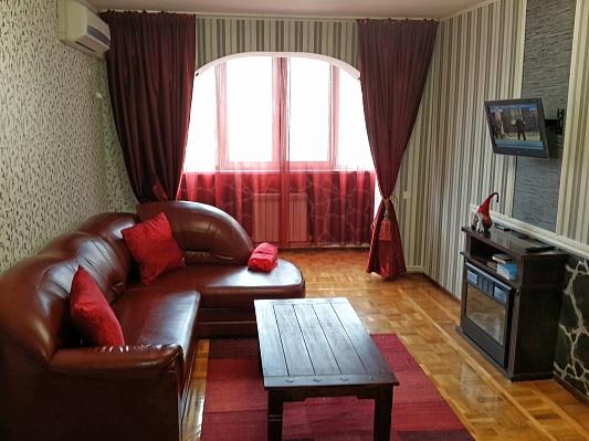 2-комнатная квартира посуточно в Симферополе. Киевский район, ул. Киевская, 127. Фото 1
