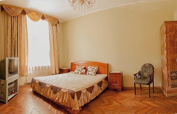 4-комнатная квартира посуточно в Львове. Галицкий район, ул. Лычаковская, 5. Фото 1