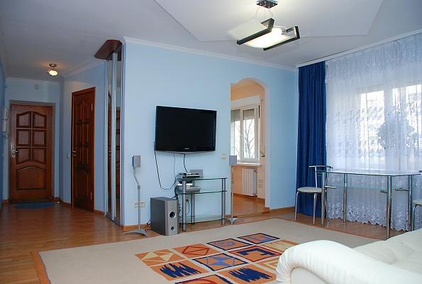 3-комнатная квартира посуточно в Киеве. Печерский район, б-р Л.Украинки, 10. Фото 1