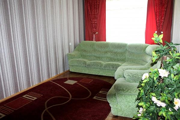 2-комнатная квартира посуточно в Нежине. ул. Московская, 15б. Фото 1